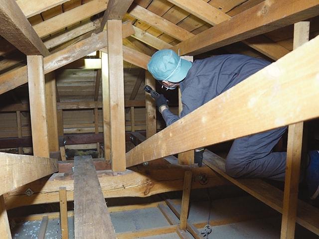 屋根裏の点検