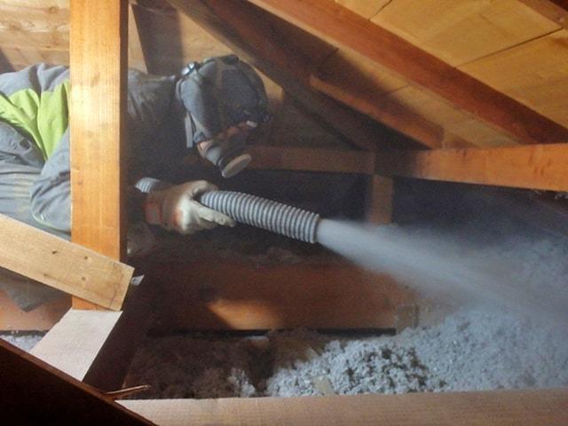 屋根裏の断熱リフォーム工事