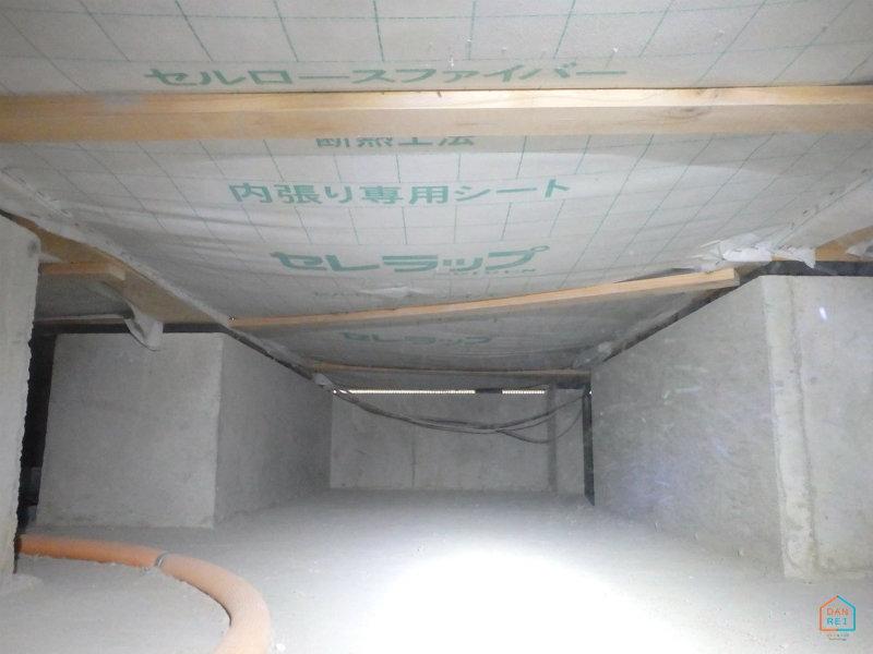 狭い空間も断熱施工