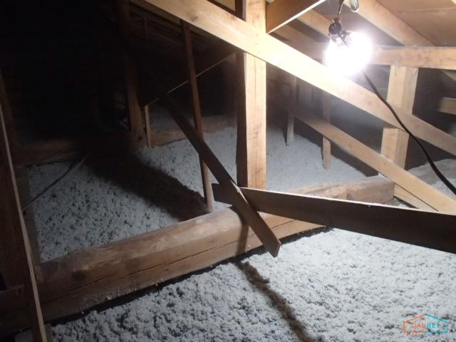 屋根裏の断熱リフォーム施工後