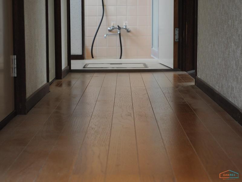 床の冷たいイメージ