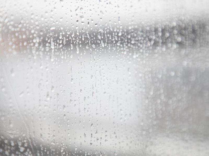 窓の結露に注意